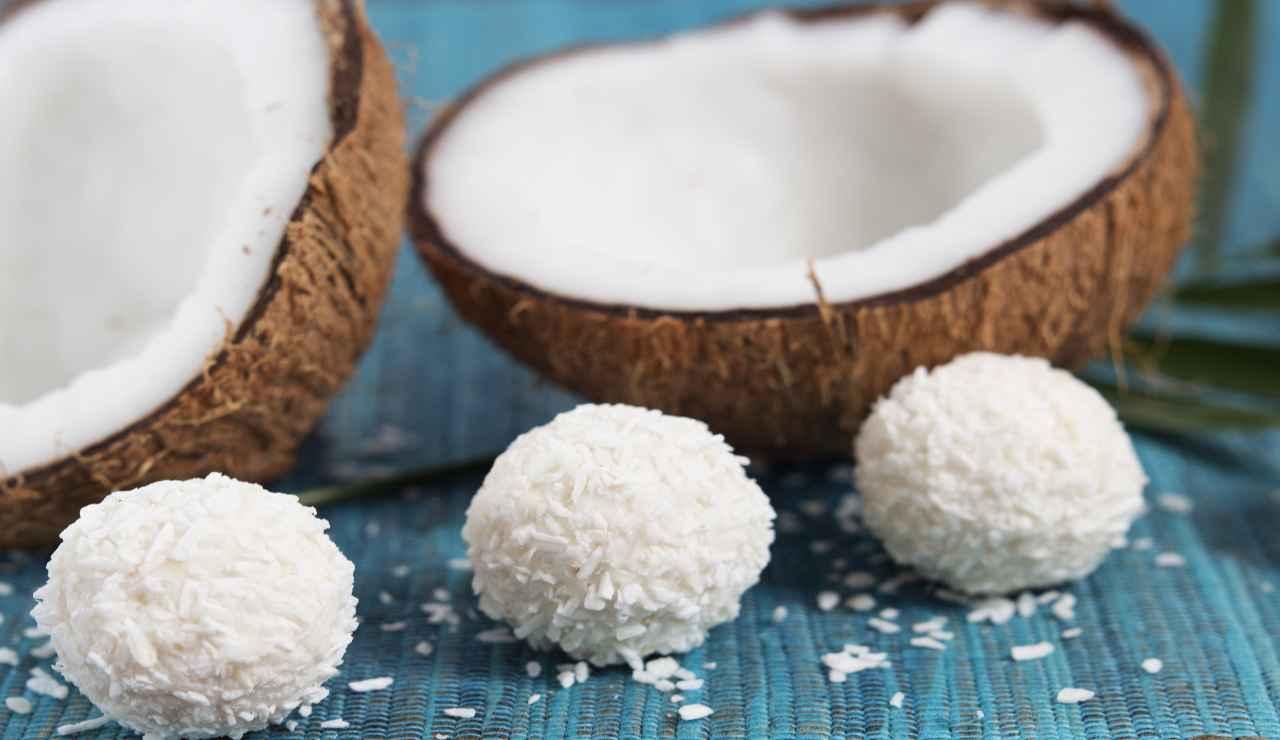 Bocconcini di cocco con cuore al caramello