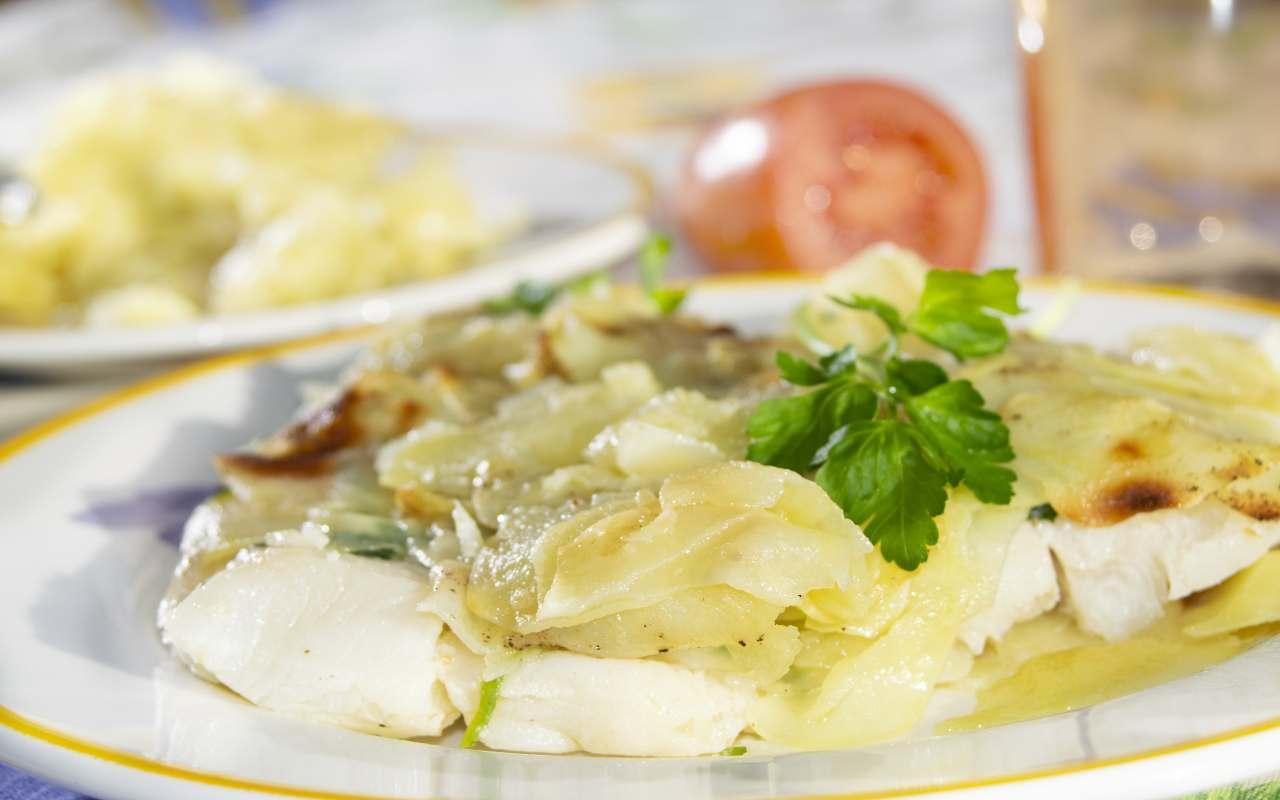 branzino crosta patate ricetta FOTO ricettasprint