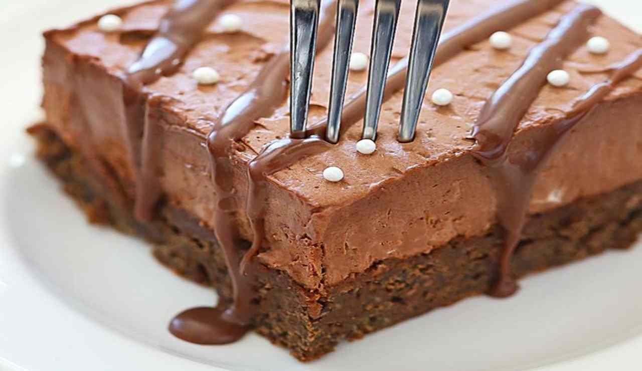Brownies con mousse al cioccolato al latte