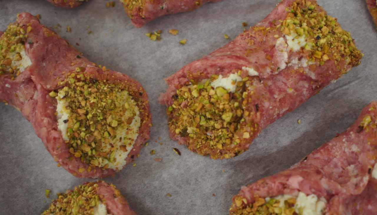 Stuzzichini di carne macinata con formaggio e frutta secca