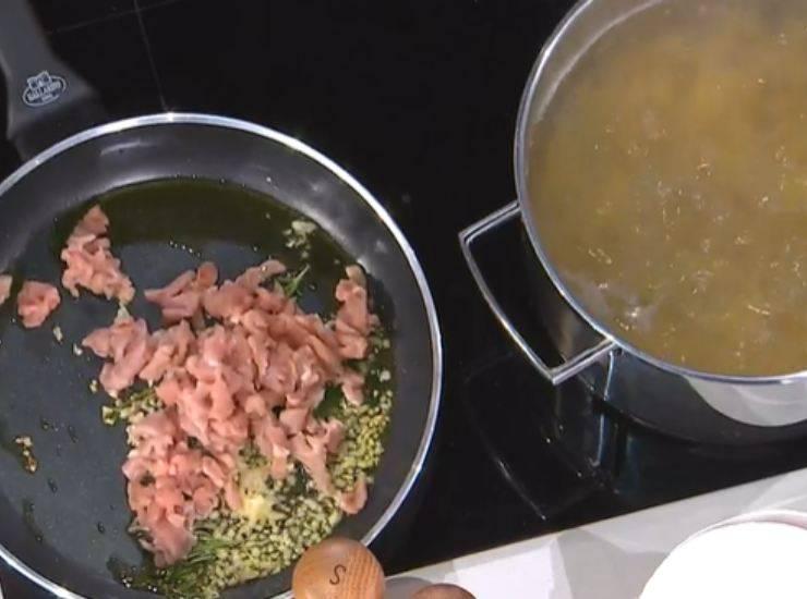 E' sempre mezzogiorno   La ricetta della chef Zia Cri   Tortiglioni con ragù veloce