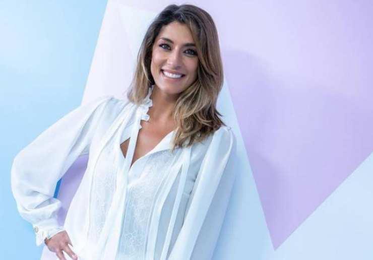 Elisa Isoardi lo fa in strada - RicettaSprint