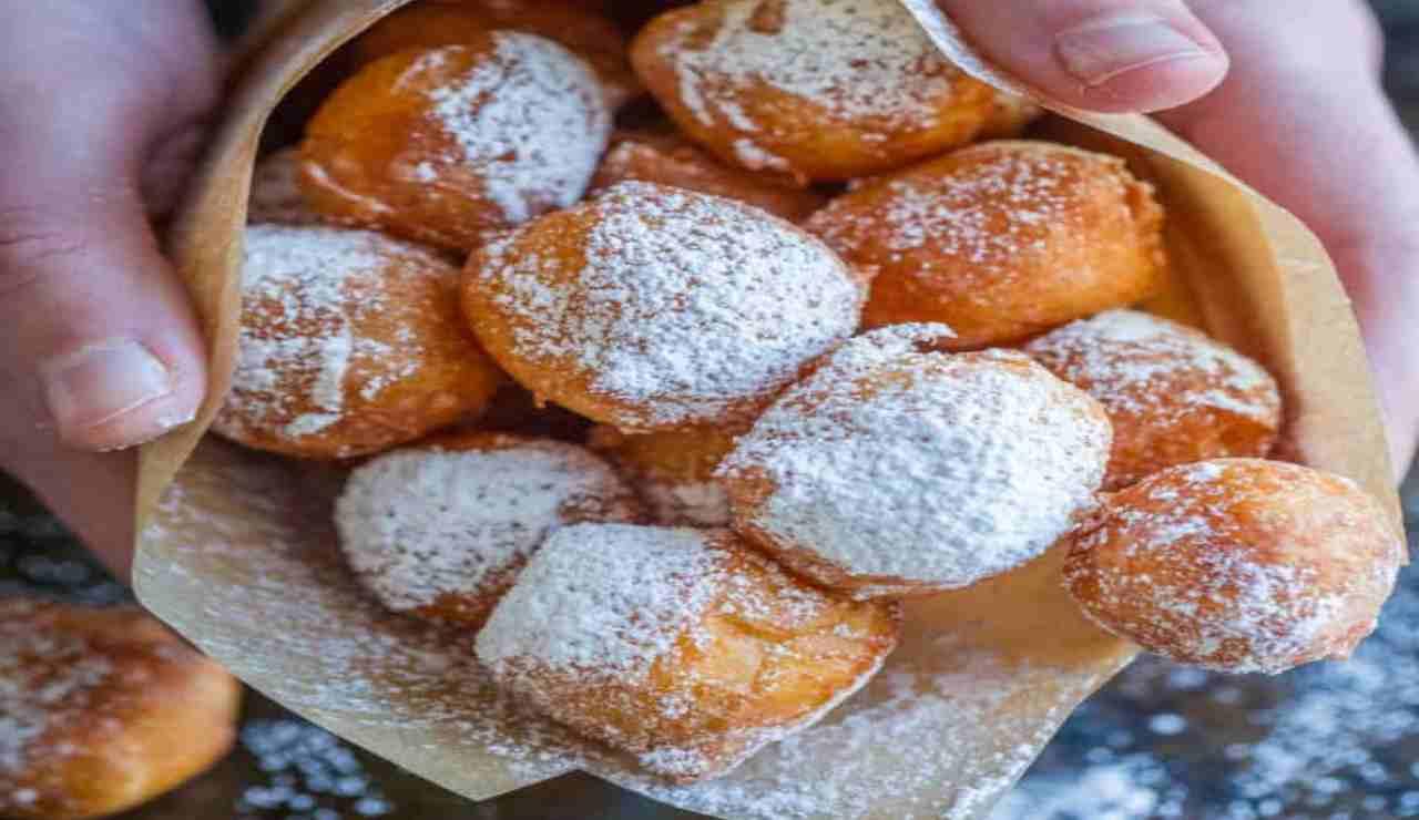 Frittelline dolci con miele e pera