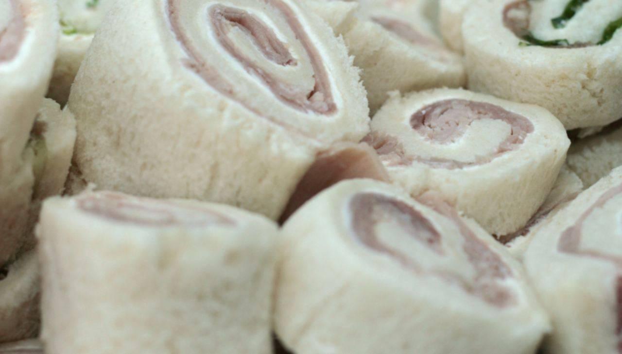 Finger food di pancarrè con affettato