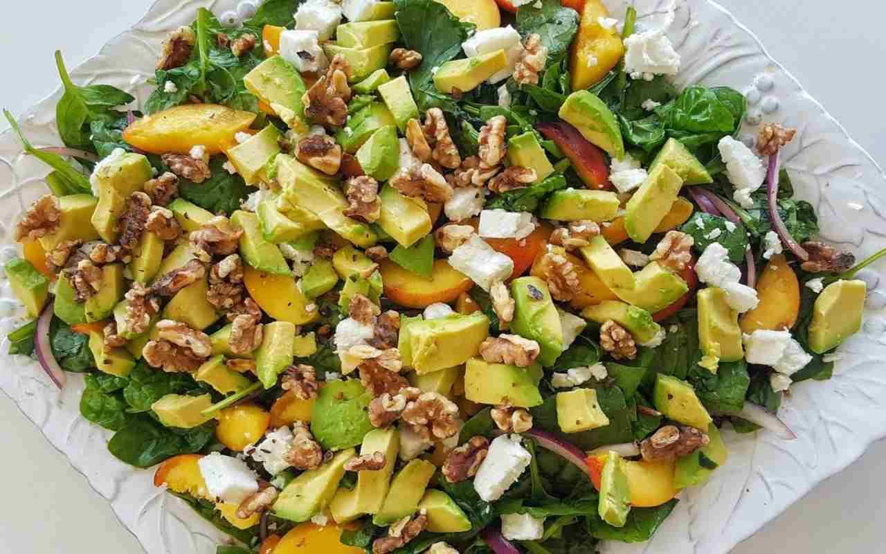 insalata avocado noci feta ricetta FOTO ricettasprint