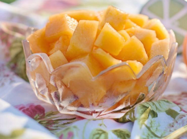 Insalata con feta melone e olive FOTO ricettasprint