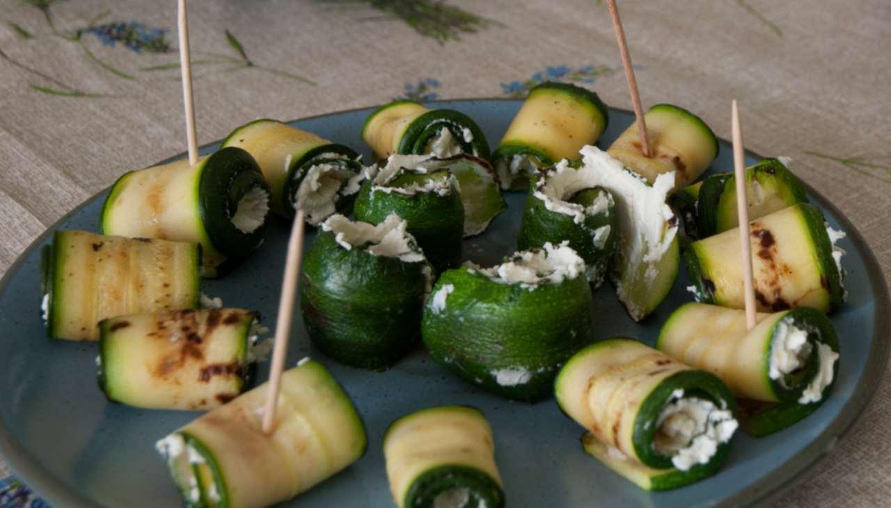 Finger food di verdura con formaggio e affettato