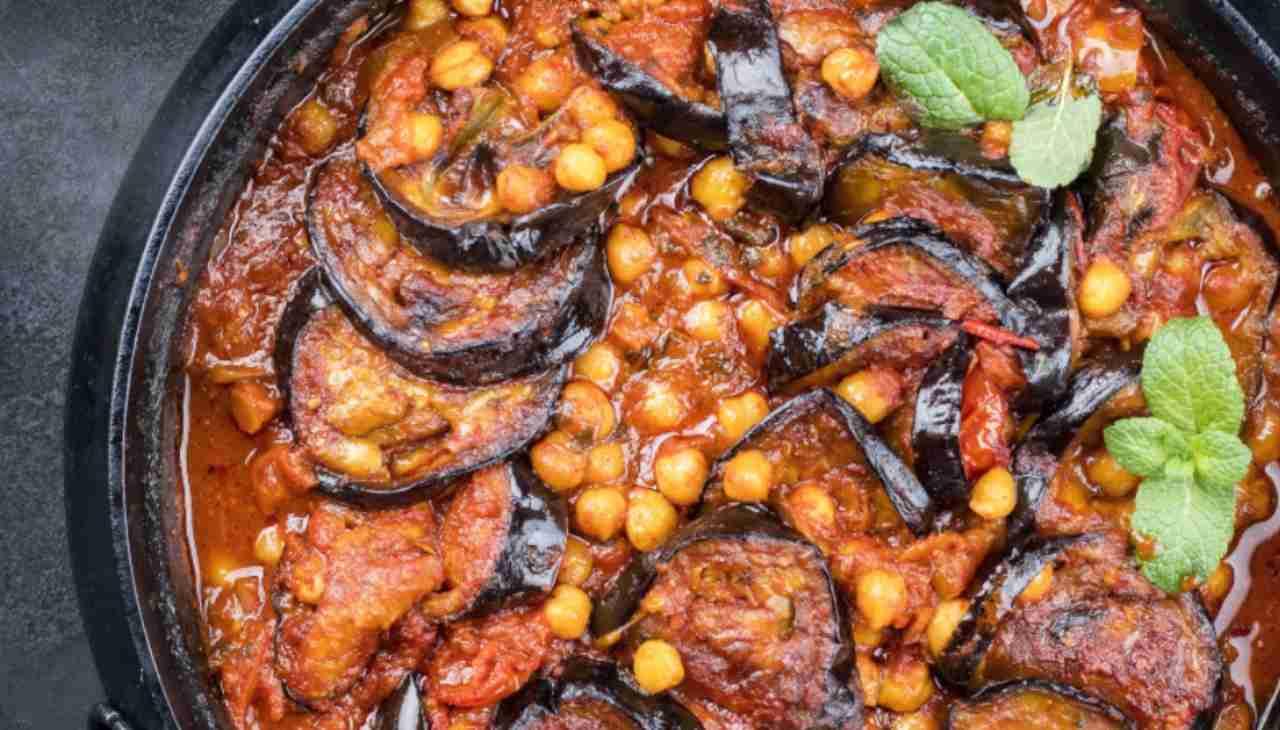 Piatto unico di legumi e ortaggi con spezie