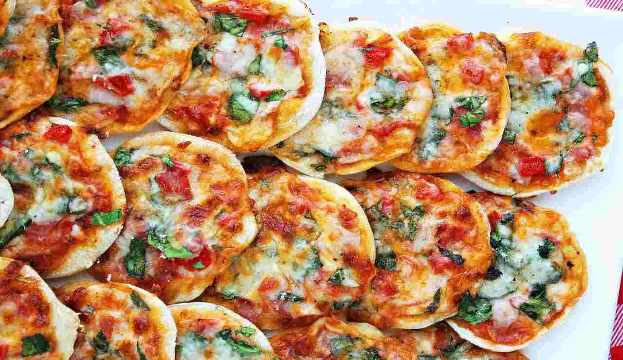 Mini pizzette di patate al pomodoro