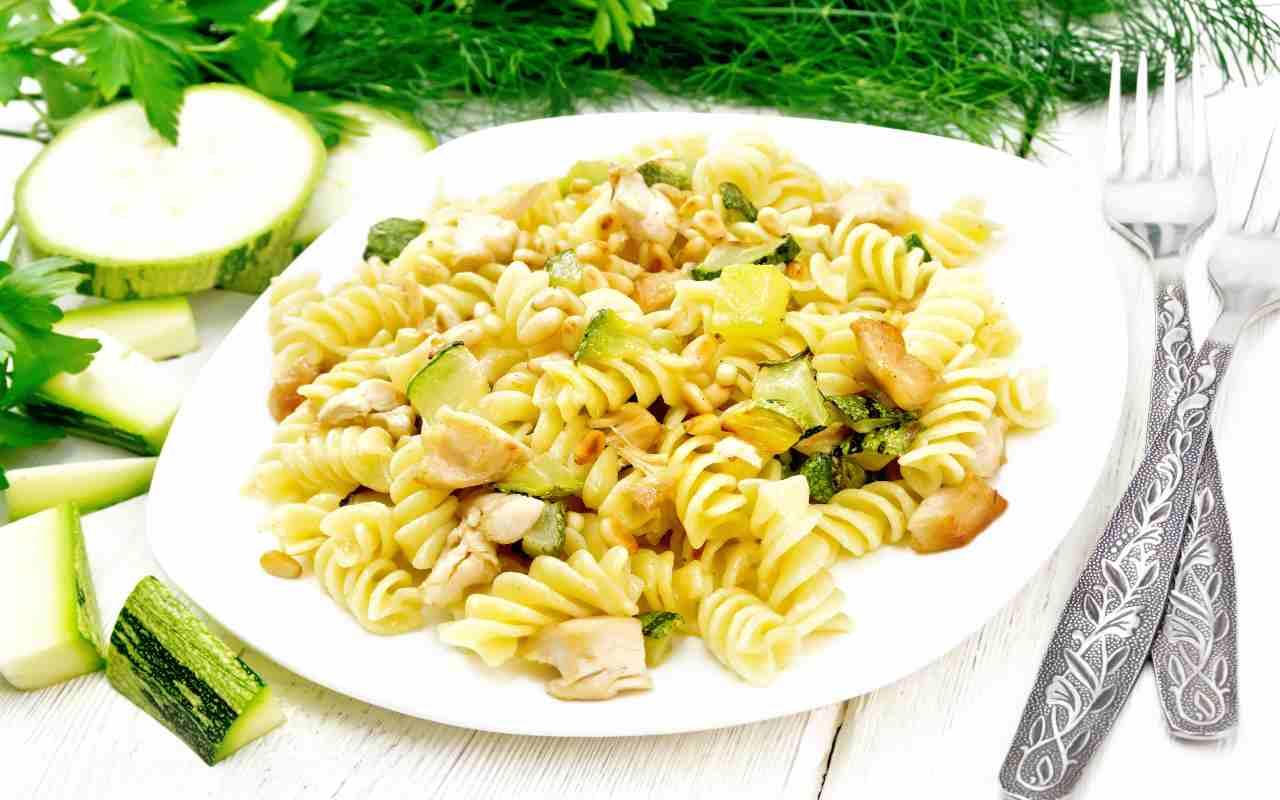 pasta noci zucchine tonno ricetta FOTO ricettasprint