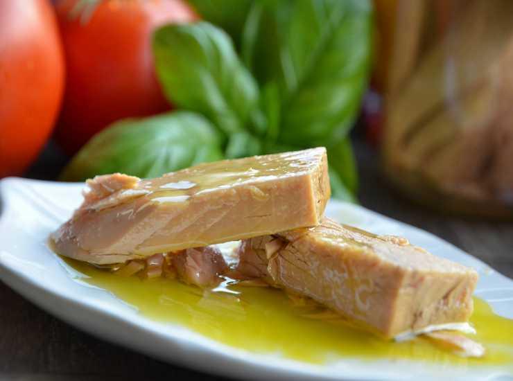 Pasta con noci tonno e zucchine FOTO ricettasprint