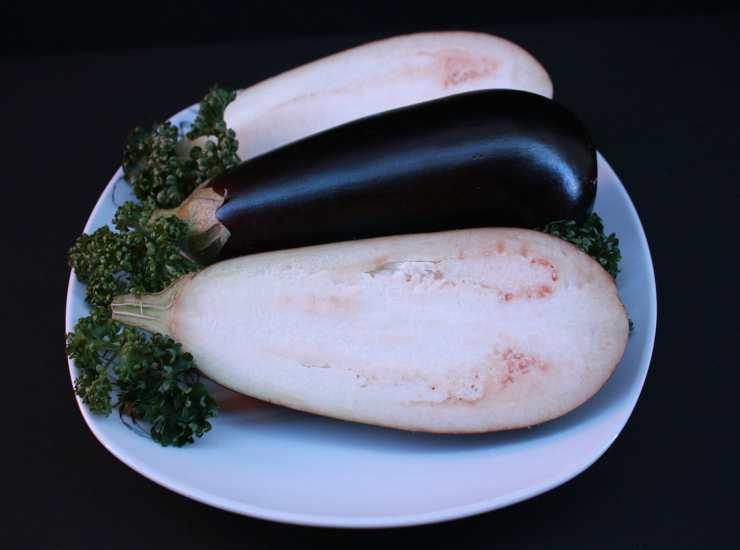 Pasta con pesto di melanzane e mandorle FOTO ricettasprint