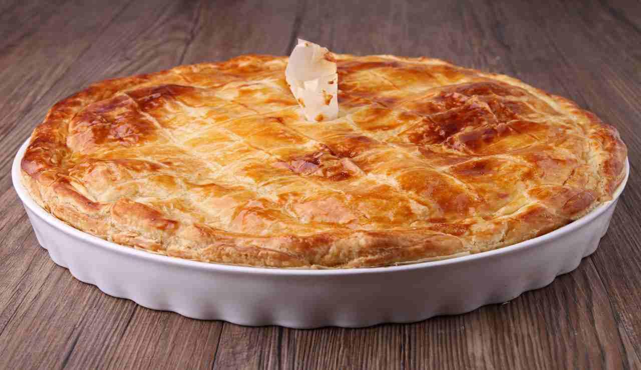 Pasticcio di patate in sfoglia con tonno e mozzarella