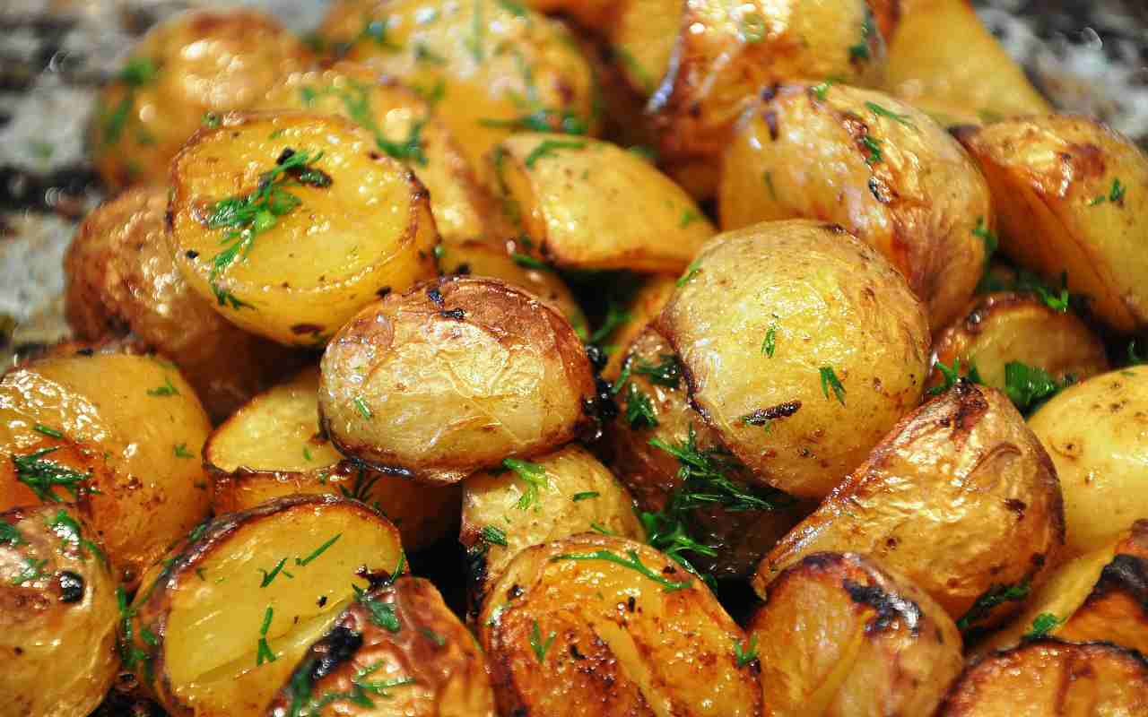 patate arrosto spezie ricetta FOTO ricettasprint