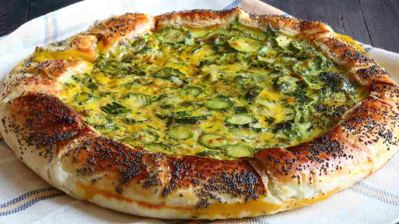 Pizza di pasta sfoglia con zucchine