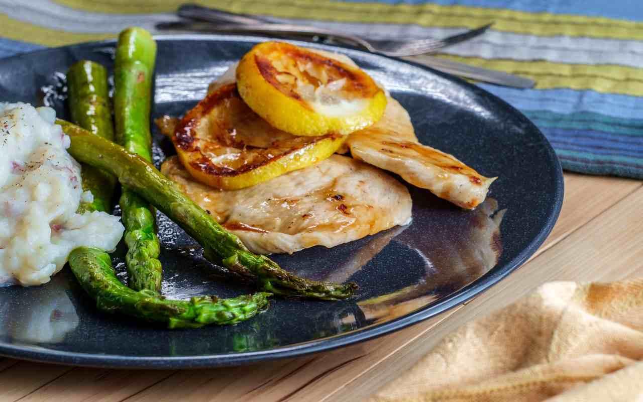 pollo limone asparagi ricetta FOTO ricettasprint
