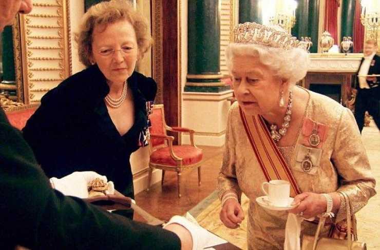 Regina Elisabetta regole dell'ora del te - RicettaSprint