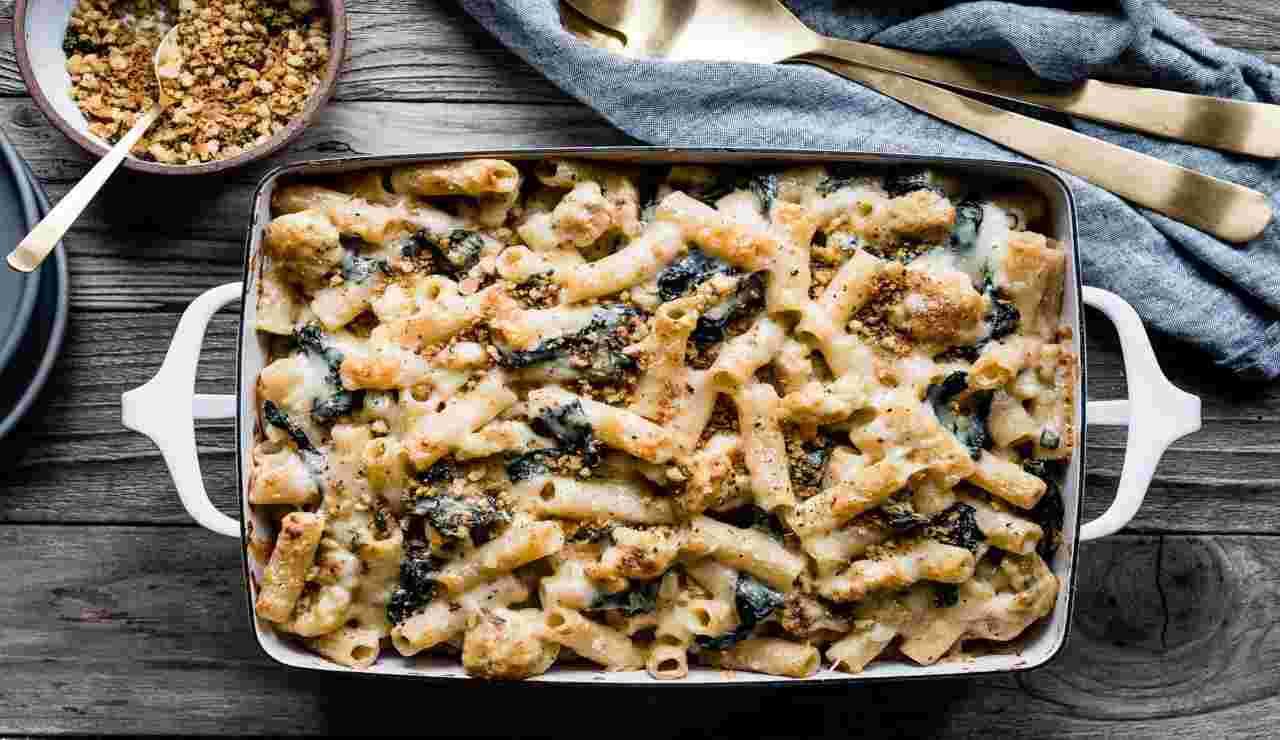 Rigatoni con ragù di cavolfiore salvia e spinaci al forno