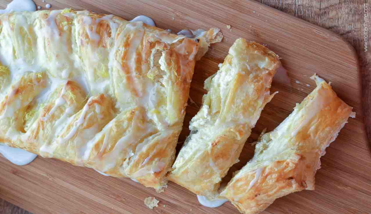 Rotolo sfogliato ai 4 formaggi