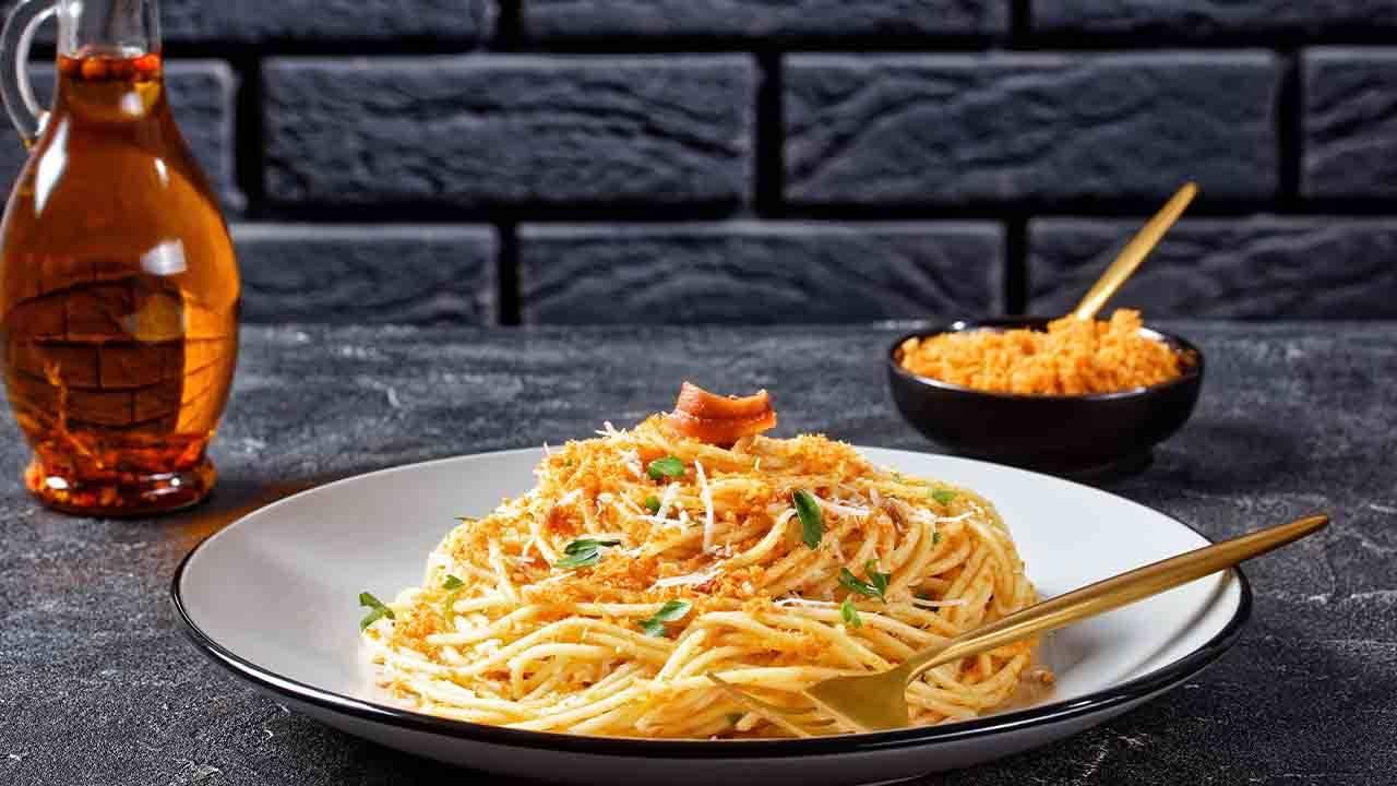 spaghetti aglio olio acciughe e cavolfiore