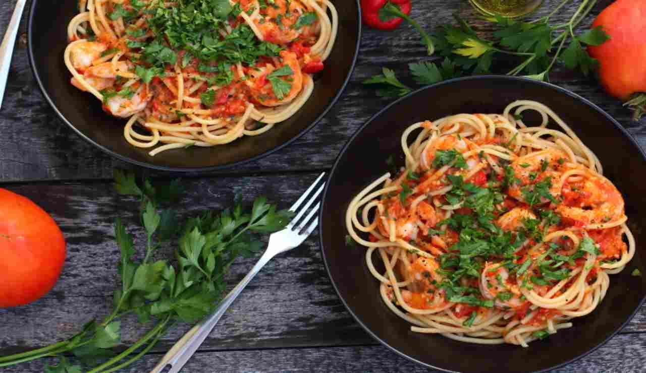 Spaghetti con nduja noci e gamberi