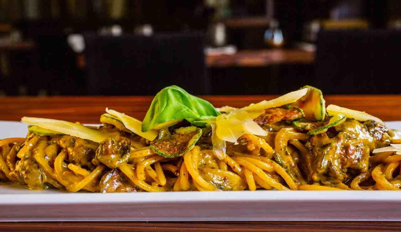 Spaghetti cremosi di zucchine zafferano e fontina