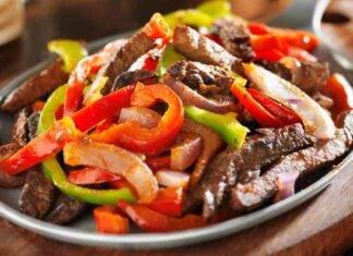 carne con ortaggi cotti nel wok