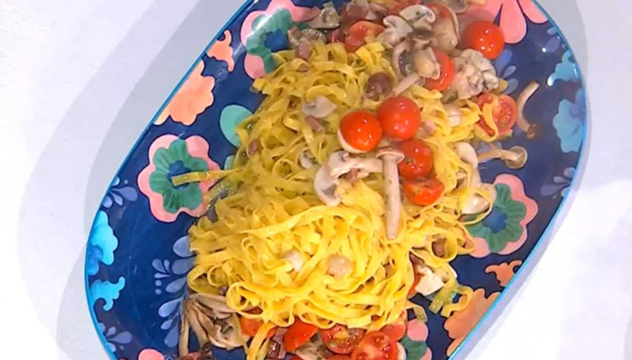 E' sempre mezzogiorno | Ricetta della chef Zia Cri | Tagliatelle gambuccio e funghi