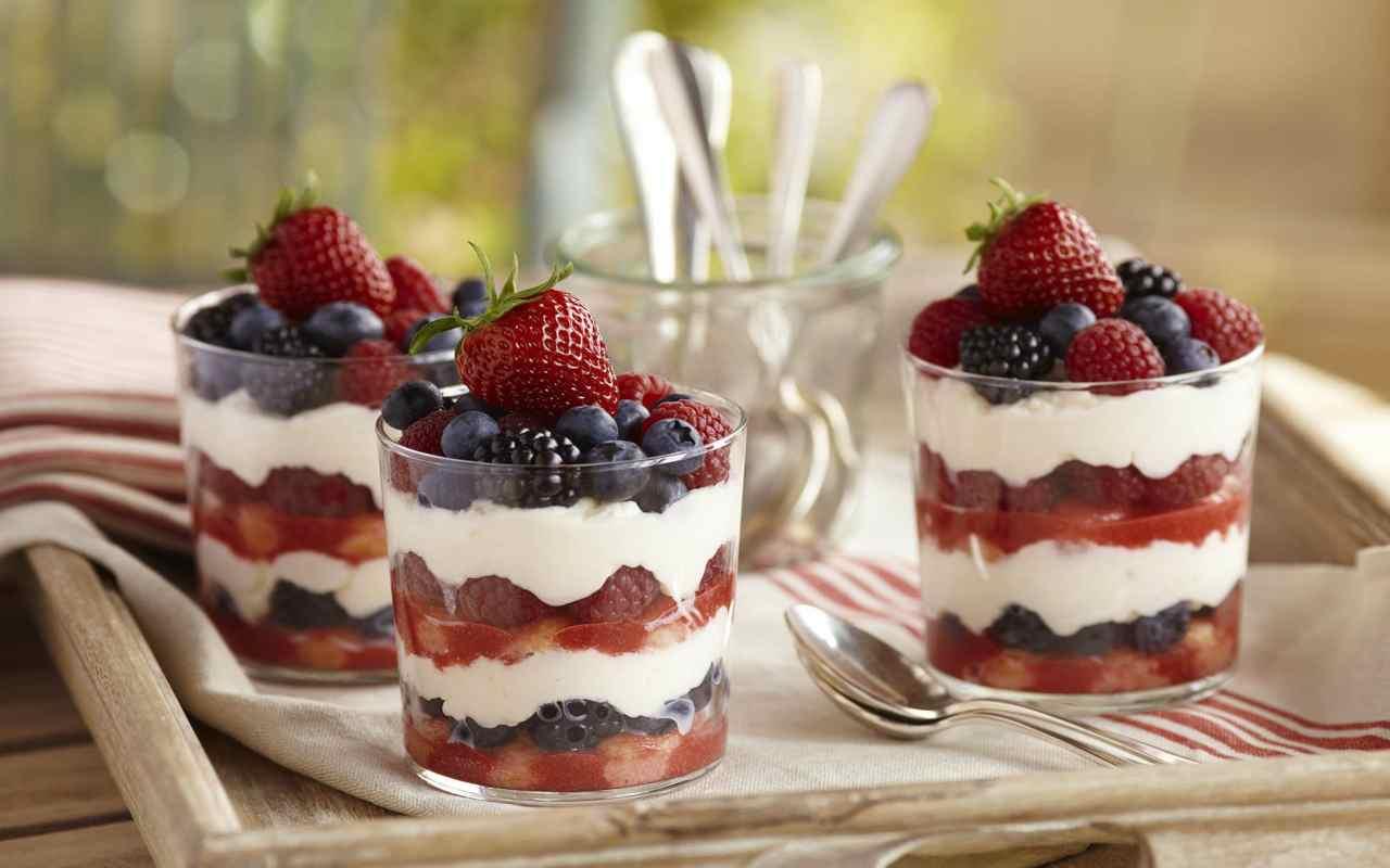 tiramisù crema pasticcera frutti rossi ricetta FOTO ricettasprint