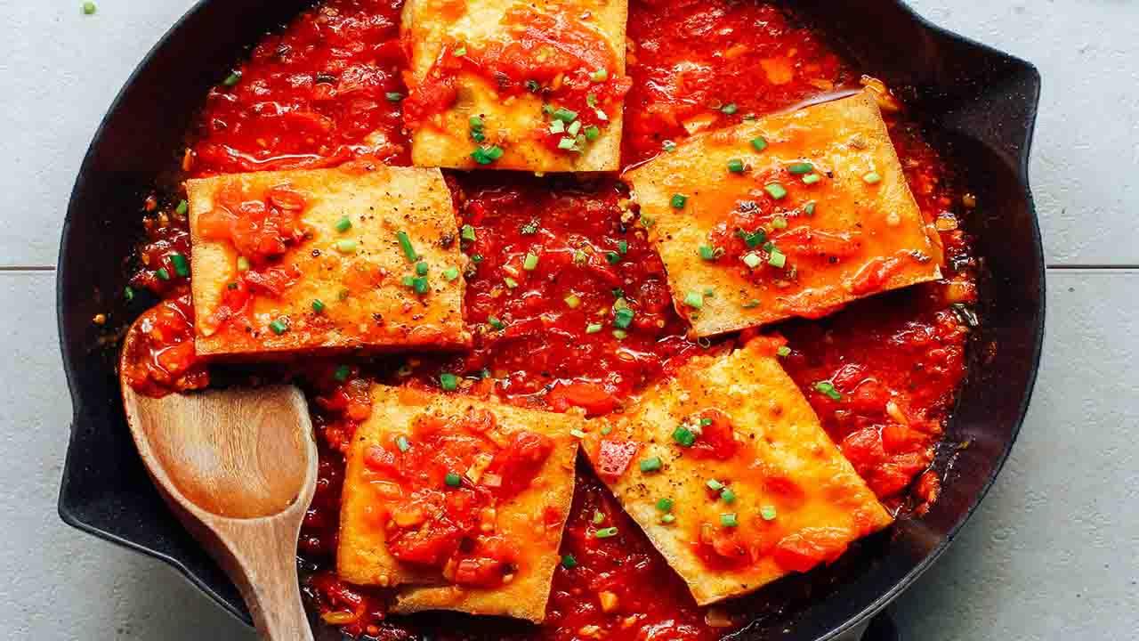 Tofu con pomodoro e prezzemolo