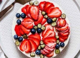 Torta allo yogurt con gelato e frutta