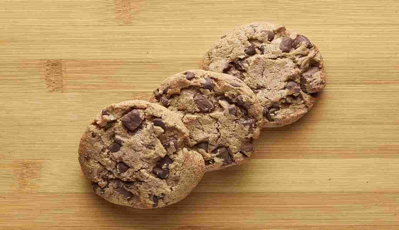 Biscotti vanigliati con gocce di cioccolato AdobeStock