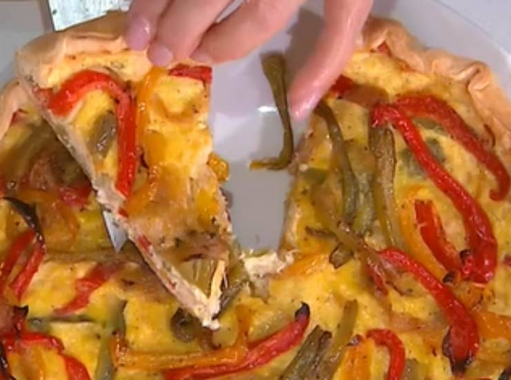 E' sempre Mezzogiorno | Ricetta espressa della chef Zia Cri | Torta salata pollo e peperoni