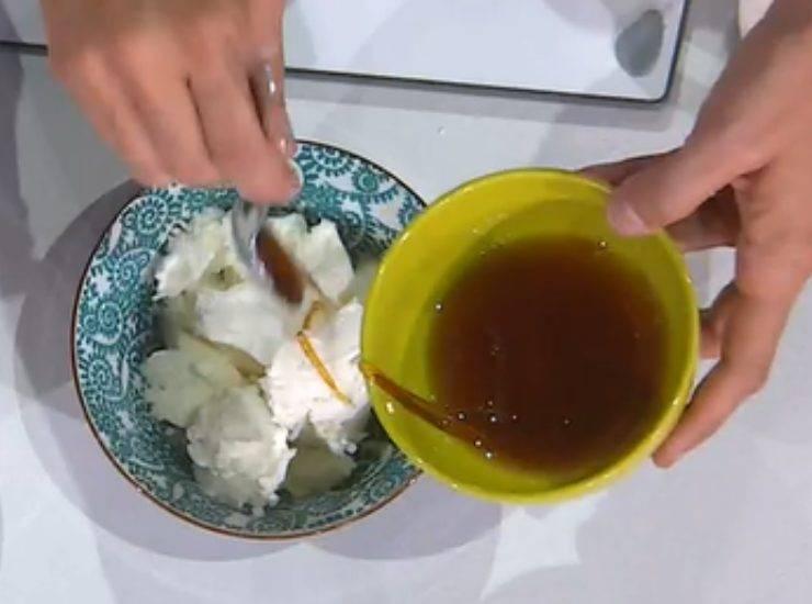 E' sempre mezzogiorno   La ricetta dello chef gelatiere Massimiliano Scotti   Gelato allo yogurt con i mirtilli