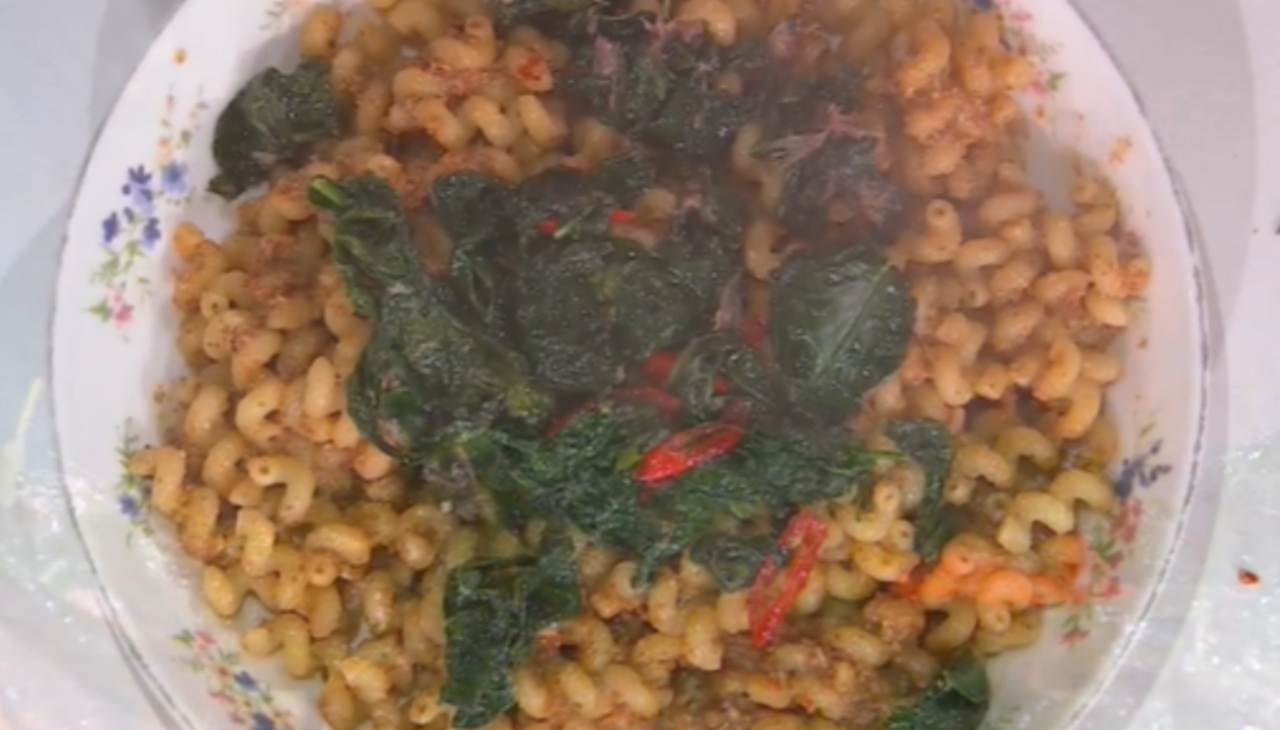 E' sempre mezzogiorno | Ricetta espressa della chef Zia Cri | Cavatappi con sugo di cavolo nero