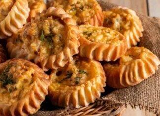 Finger food con ripieni ricoperti da formaggio aromatizzato