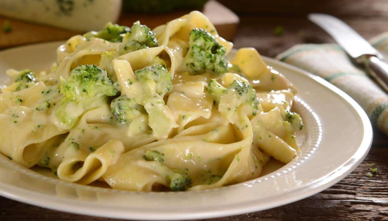 pasta alla crema di formaggi con verdura