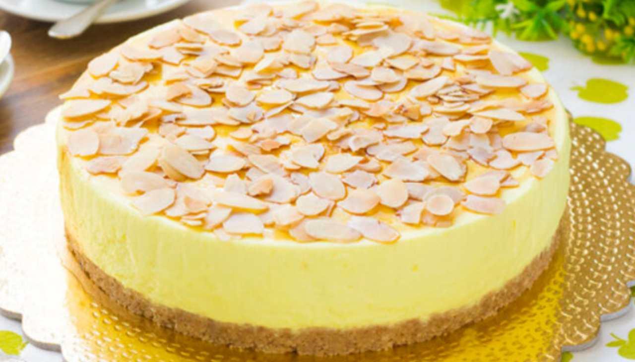 Torta mousse al limone | Ricetta facilissima e profumata di Benedetta Rossi