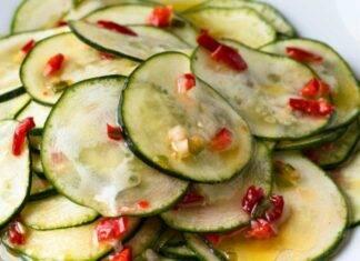 conserva di ortaggi con peperoncini rossi