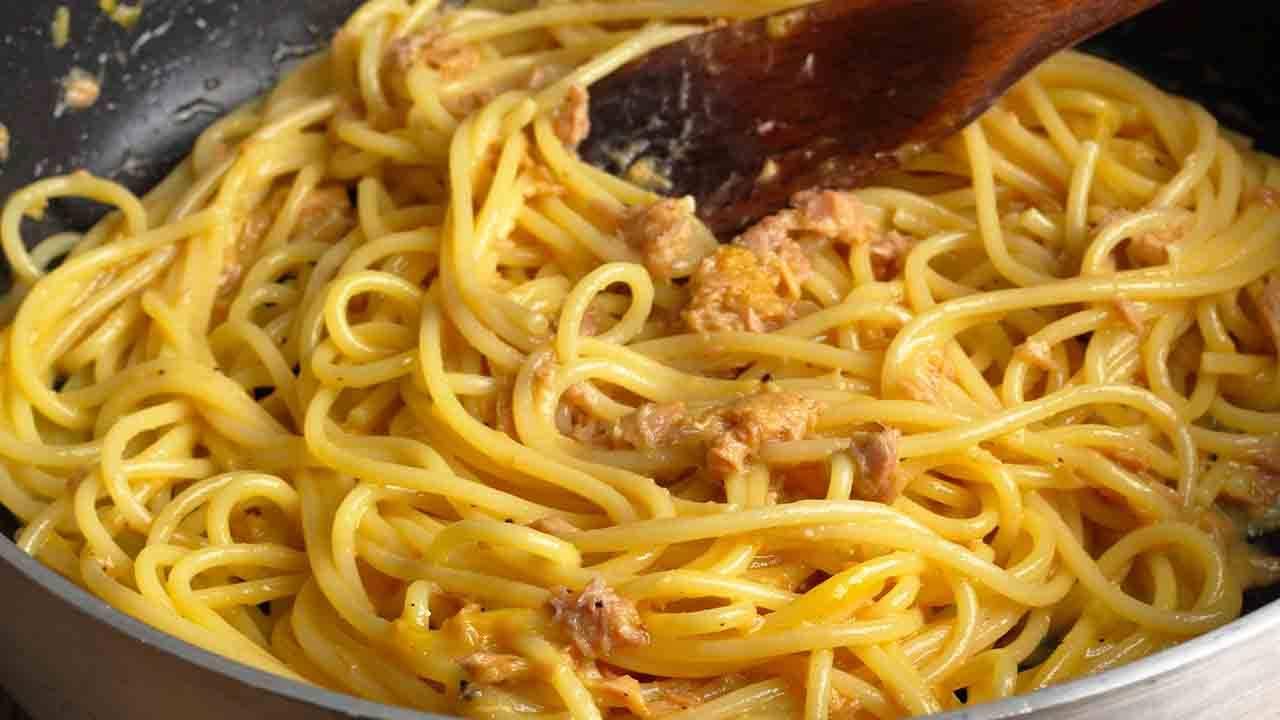 spaghetti tonno e uovo